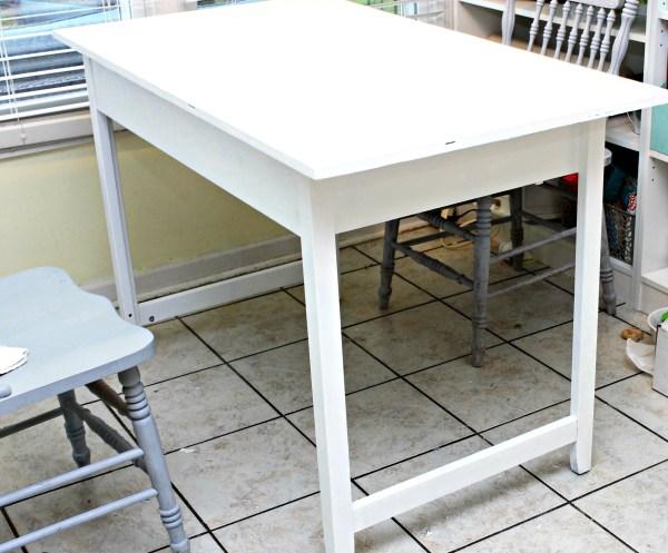 Desk without shelf
