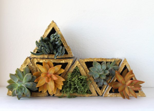 living wall planter from concrete, A Piece of Rainbow on Remodelaholic