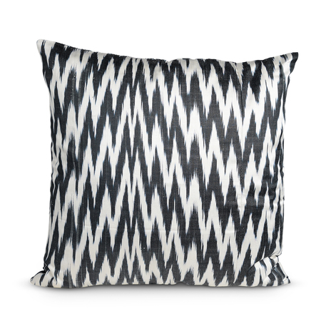 Furbish Black Zig Zag Pillow via Remodelaholic.com