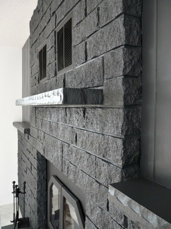 Painted Faux Stone Fireplace, Dans le Lakehouse on Remodelaholic.com
