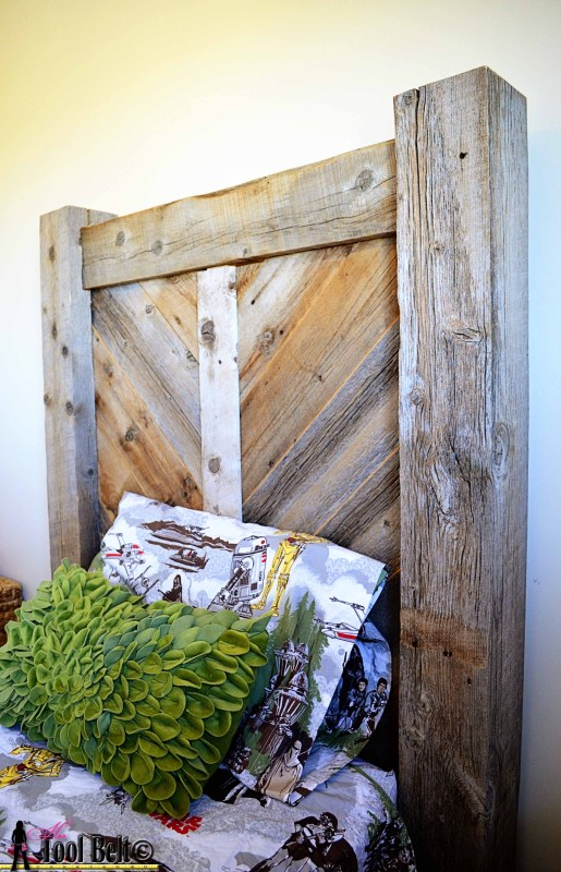 Rustic chevron headboard - free plans on Remodelaholic.com #DIYproject #headboard #reclaimedwood