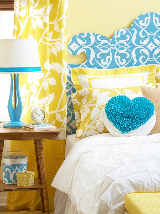 curvy ornate keystone headboard tutorial via Remodelaholic