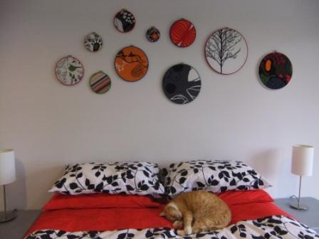 hoop-wall-art-above-bed-crafster