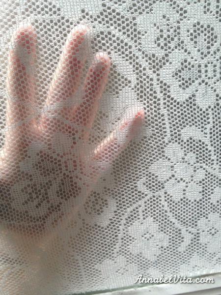 lace privacy window covering, Annabel Vita on Remodelaholic