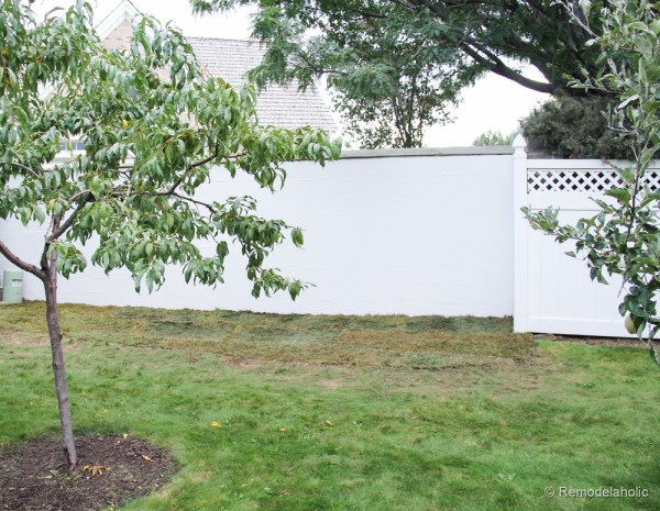Painting a Cinder block fence @Remodelaholic (14 of 23)