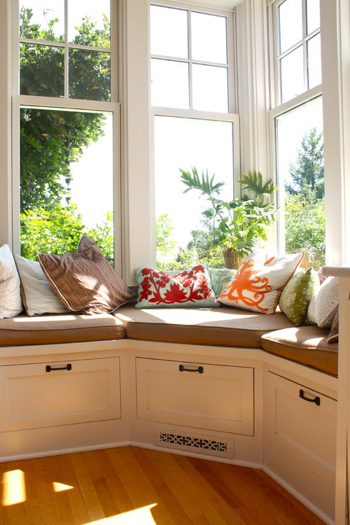 via Houzz - corner window seat via @Remodelaholic