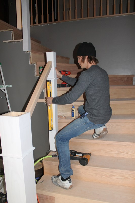 build and install a new wood stair handrail - Construction2Style via @Remodelaholic