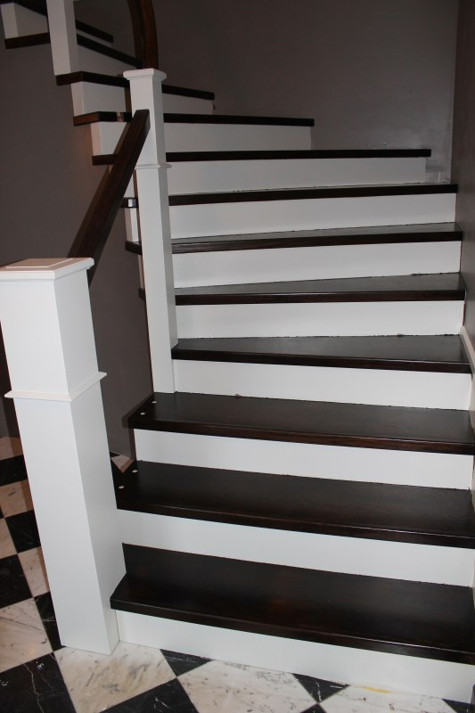 curved staircase remodel diy - Construction2Style via @Remodelaholic