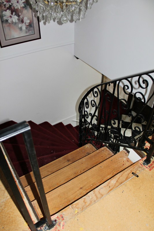 removing carpet from stairs - Construction2Style via @Remodelaholic