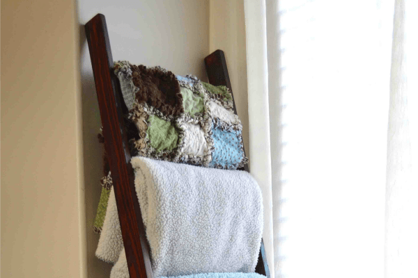 DIY Blanket Ladder Tutorial from Remodelaholic