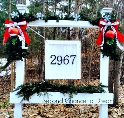 Christmas winter decor for house number planter box sign - Second Chance to Dream featured on @Remodelaholic