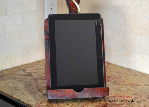 Diy IPad Stand Or Tablet Holder, One Board Project, HerToolbelt For Remodelaholic