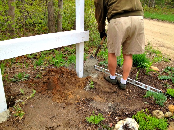 install a house number planter box sign with posts in ground - Second Chance to Dream featured on @Remodelaholic