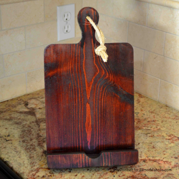Solid Wood DIY IPad Stand Tablet Holder With Kickstand, Tutorial And Template From HerToolbelt For Remodelaholic