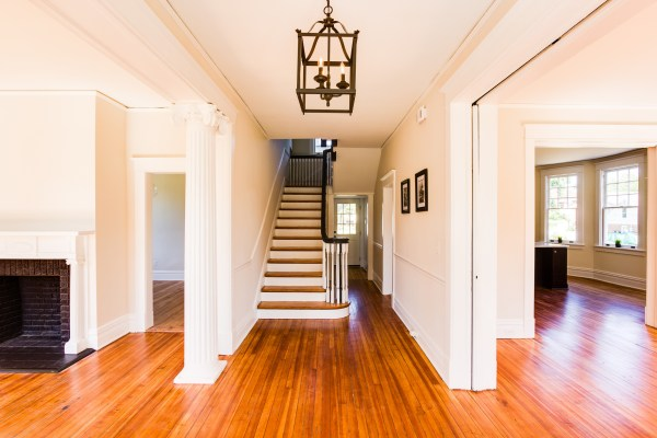 Inviting open entryway (Hawthorn) @Remodelaholic
