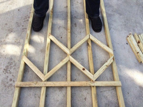 make a diamond pattern diy lattice for the garden - Easter Avenue Co on @Remodelaholic