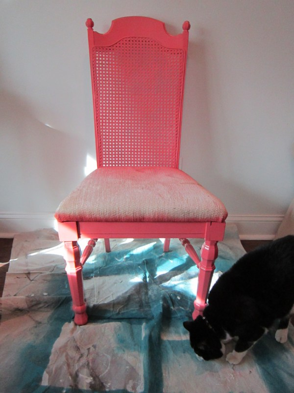 curbside chair rescued and redone - The Honeycomb Home on @Remodelaholic