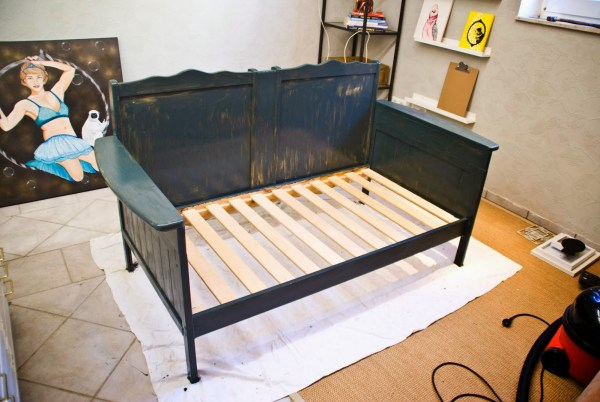 Repurpose an Old Crib a a Sofa by Pudel-design featured on Remodelaholic