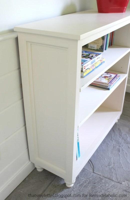 easy side panel on a bookshelf, has adjustable shelves