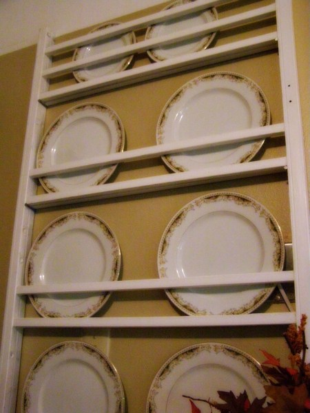 upcycled crib into plate rack, farmhouse style