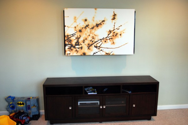 use an art canvas to cover a television (tulipandturnip)