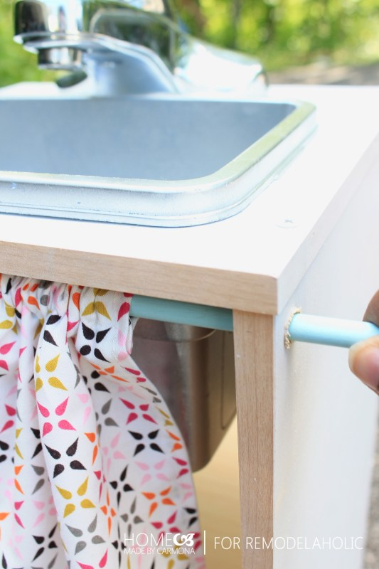 GREAT tutorial for an easy kids kitchen playset, from cube shelves, and using inexpensive materials