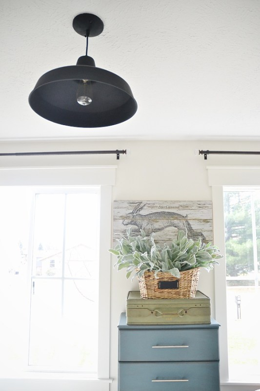 painted black farmhouse light (Liz Marie Blog)