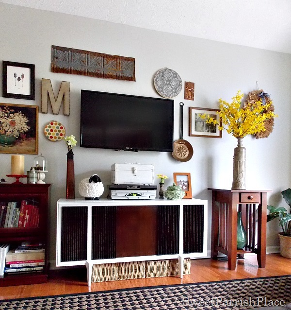 DIY Wall Decor Ideas: tv gallery wall (Sweet Parrish Place)
