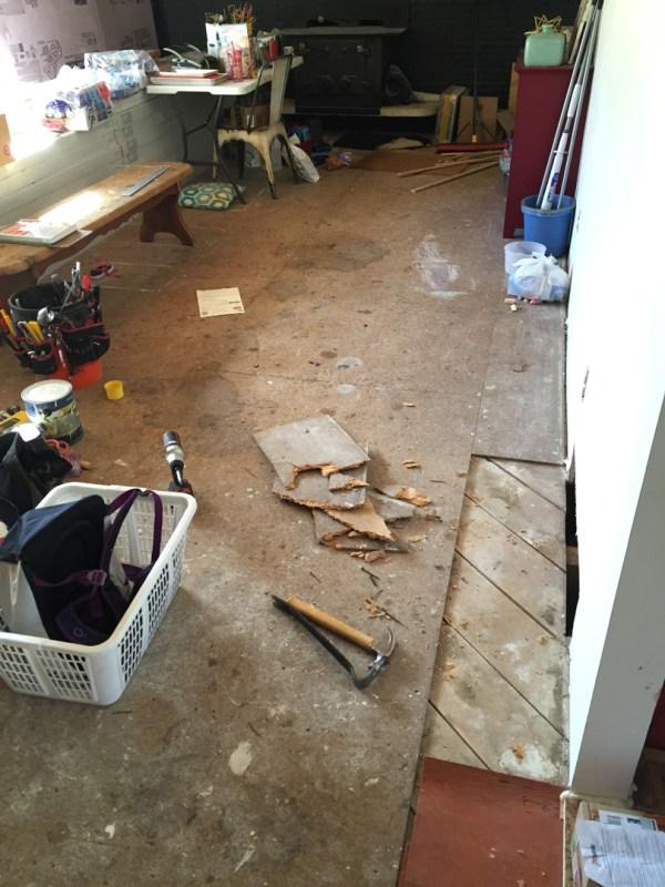 Remodelaholic living room flooring install process (5)