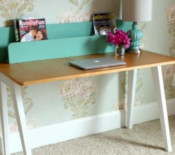 The Lindsay Desk: A Simple Modern Desk with a Built-In Organizer