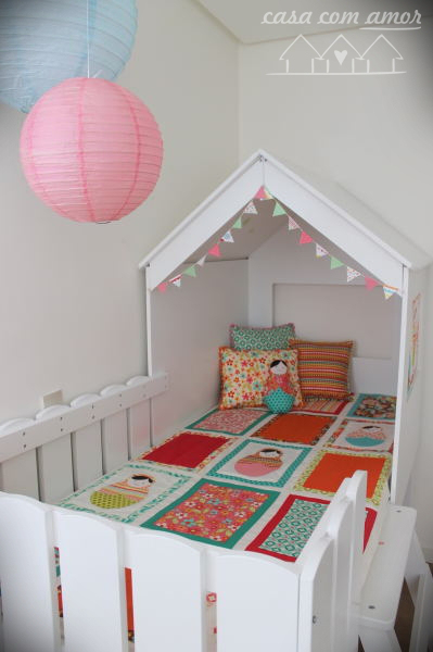 girls room with playhouse cottage loft bed Casa Com Amor