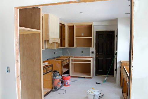 installing a range hood in a kitchen remodel, construction2style on @Remodelaholic