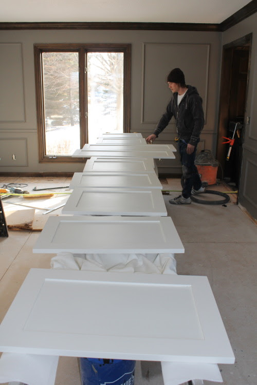 painting cabinet doors for a white kitchen, construction2style on @Remodelaholic