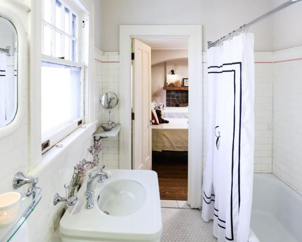 rehabaddict-609-bathroom
