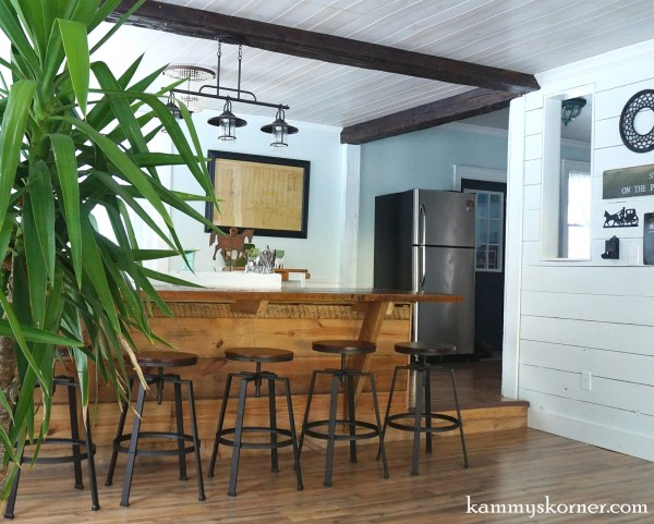 18 Barn wood built-in table, by Kammy's Korner featured on @Remodelaholic