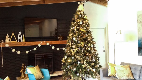 How to decorate an elegant Christmas tree @remodelaholic (1)
