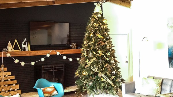 How to decorate an elegant Christmas tree @remodelaholic (2)