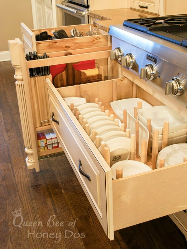 amazing organized drawers for utensils, dishes, knives, and spices!
