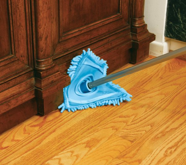 easy way to dust baseboards and trim without getting down on your hands and knees