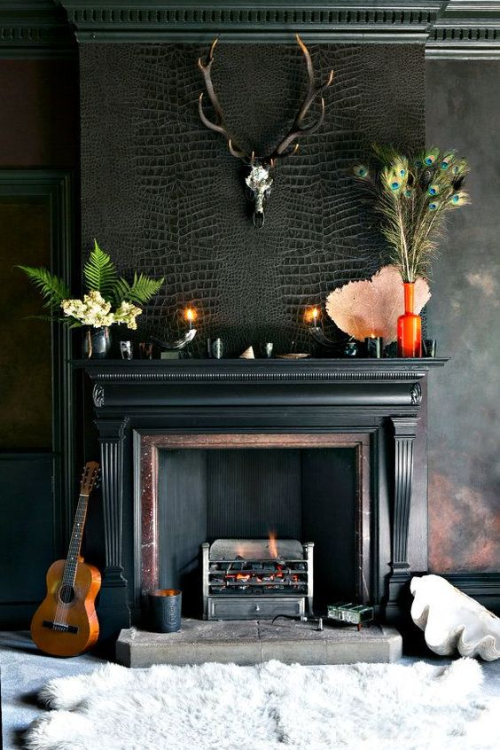 Ooh la la la, this black mantel is stunning!