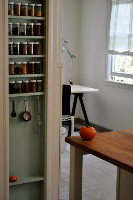 In-wall spice rack