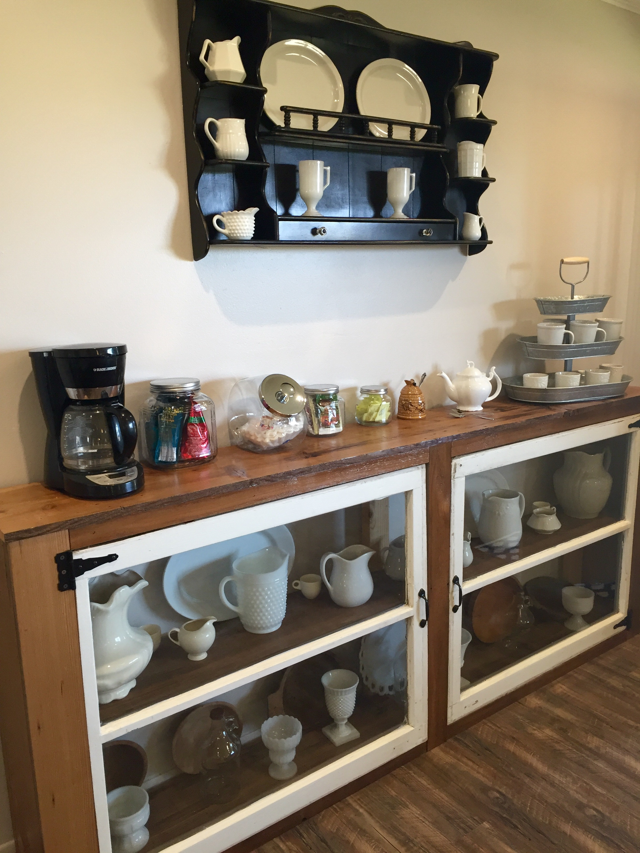 Ordinaire Give Your Home Some Organized Homey Charm With This DIY Buffet From Old  Windows (and