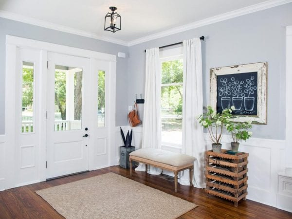 Fixer Upper Entryway | 100+ Beautiful Mudrooms and Entryways at Remodelaholic.com