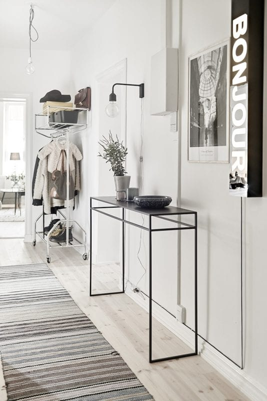 Neutral modern entryway | 100+ Beautiful Mudrooms and Entryways at Remodelaholic.com