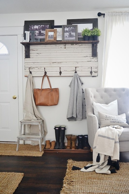 Easy rustic neutral entrywa organization | 100+ Beautiful Mudrooms and Entryways at Remodelaholic.com