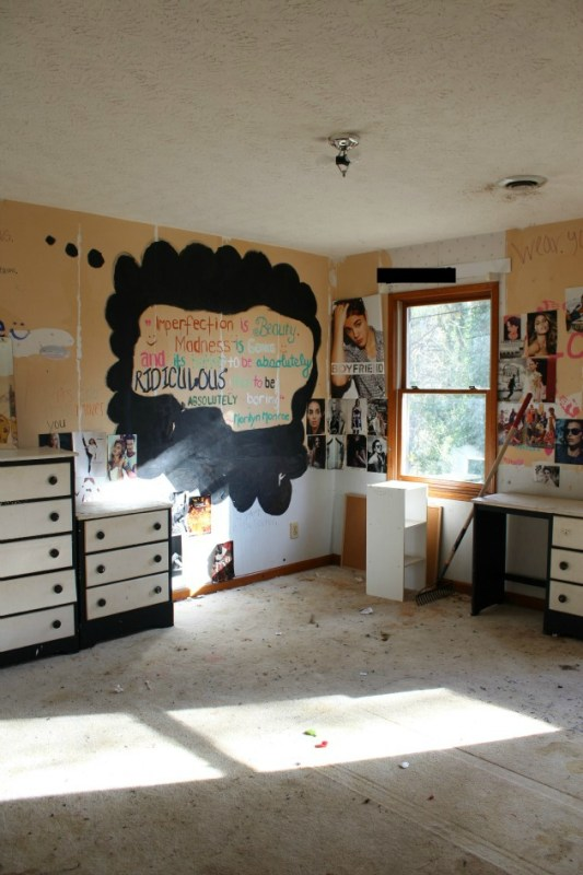 Toddler bedroom before and after by Tale of an Ugly House featured on @Remodelaholic