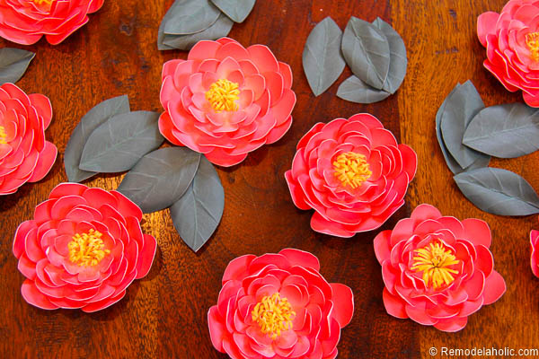 Paper Flower Garland Tutorial with Canon printer - so easy to print double-sided and make these gorgeous camellia-inspired flowers to put on a garland or decorate anywhere.