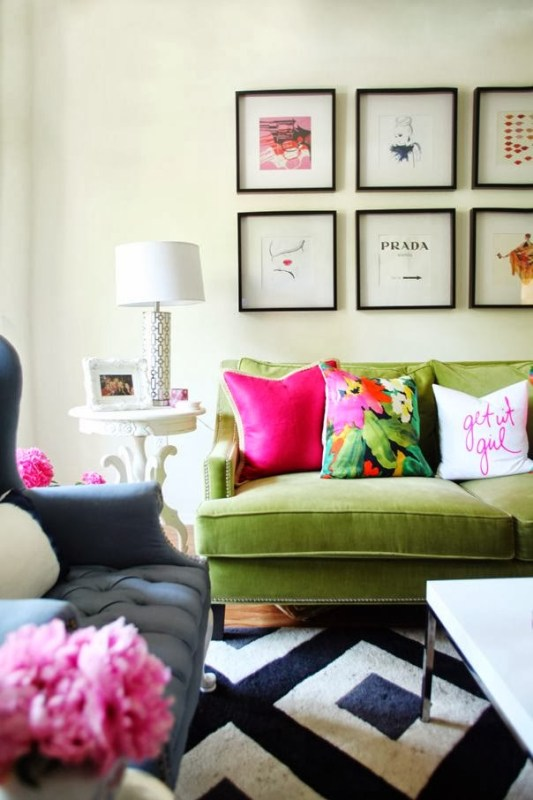 Bright and tropical throw pillows | Modern Tropical Style on Remodelaholic.com