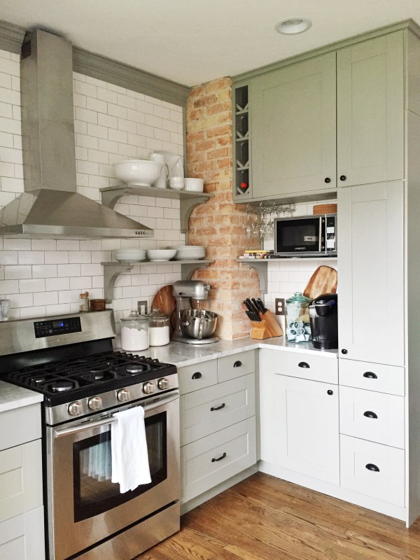 Amazing DIY kitchen renovation with IKEA cabinets, open shelving, and subway tile. This is my dream kitchen! By Carpendaughter on Remodelaholic.com