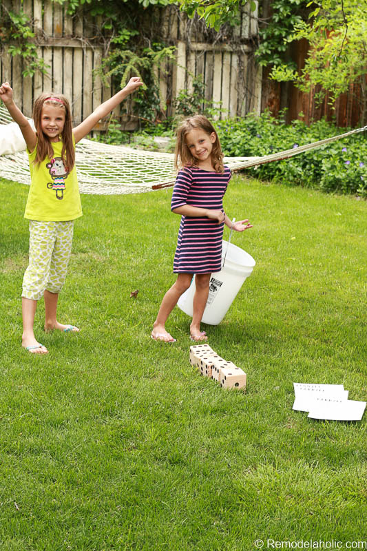 Summer family fun with a Yardzee yard dice game. Easy to make, and a great family gift idea!